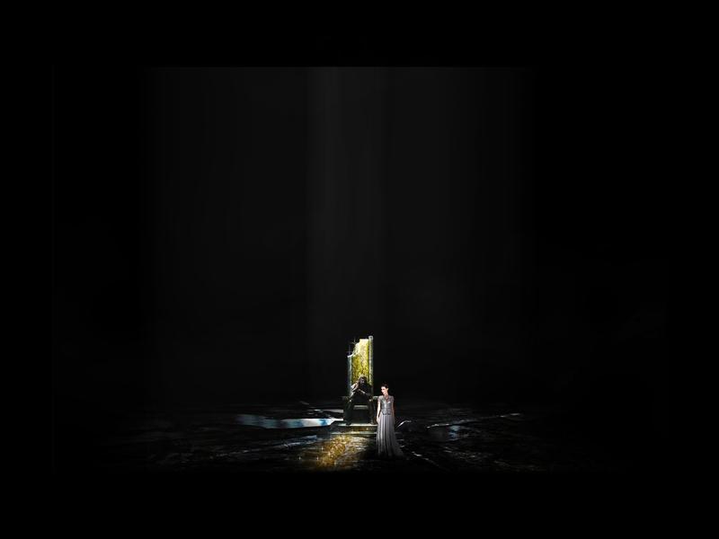 IL CASTELLO DEL DUCA BARBABLÙ <br>Apertura III porta: La sala dei tesori<br> L'apertura della terza porta presenta un dorato taglio di luce che scinde lo spazio e attraversa lo stesso Barbablù. Uno squarcio che rimarrà visibile sul terreno come una cicatrice.